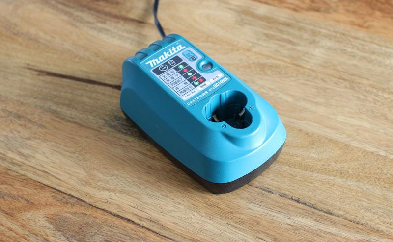 マキタ ワイヤレス掃除機 CL100DW